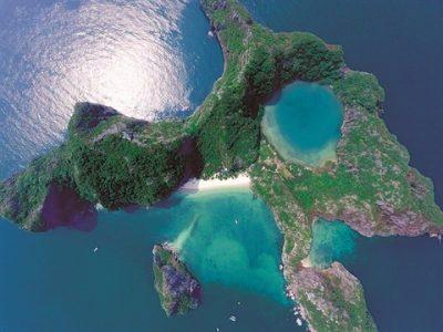 L'île de l'Œil du dragon en baie Halong