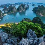 La ville de Ha Long vue de la montagne Bài Tho