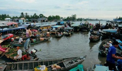 Marché flottant Phung Hiep, Hau Giang