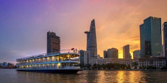 Balde en bateau sur la rivière de Saigon