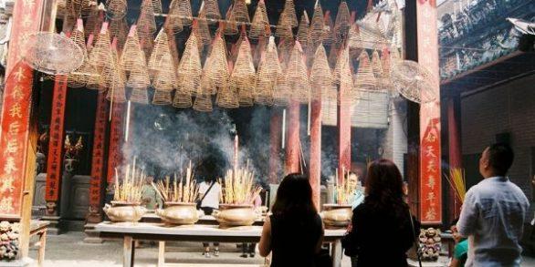 Visite du temple Ba Thien Hau